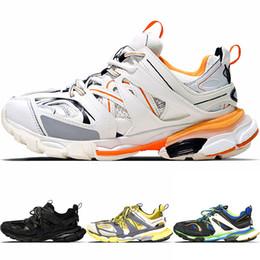 2019 botas r2 Nueva moda Triple S Track Entrenadores Hombres Deportes Zapatos para correr Diseñador Clunky Zapatilla de deporte Negro Naranja Mujeres caminando Lujo París Zapatos sucios papá