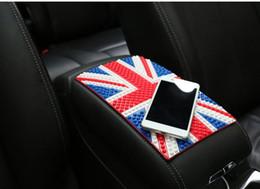 Держатель флага автомобиля онлайн-Автомобиль Украшение ПВХ Китай США Великобритания Германия Флаг Anti-Slip Mat Автомобили Dashboard Украшение Sticky Pad для мобильного телефона GPS держатель