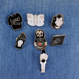 Pins de distintivo de botão on-line-Vintage Jewelry Evil Hard Enamel Pins Punk Lapel Pin Skeleton Skull Palm Totem Introvert Loner Brooch Button Clothes Bag Badges