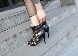 2020 tendências botas de queda Primavera Outono Tendência senhoras Botas Romanas de Alta top Slip On patchwork Moda Sapatos Dedos Apontados Rendas Bordado Botas Femininas Tamanho Grande 41 desconto tendências botas de queda