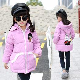 imagem moda criança Desconto Moda simples e elegante retardador de chama meninas inverno jaqueta famosa marca dos desenhos animados imagem bebê coreano crianças jaquetas