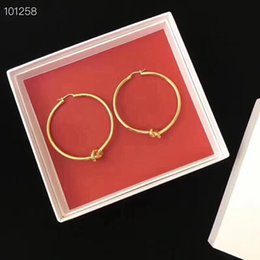 Colgantes redondos online-Marca Nueva llegada material de latón redondo con forma de nudo pendiente pendiente de aro para las mujeres joyería del regalo de boda PS6655A