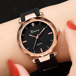 relógios para mulheres com pulso de silicone Desconto Moda Feminina Ladies Watches Genebra Silica Banda Analógico De Pulso De Quartzo Relógio De Genebra Assista 639 Silicone