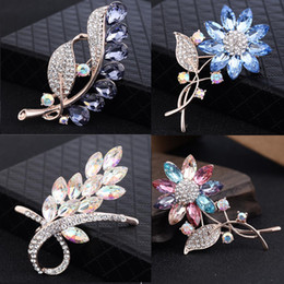 2019 grandi spille di cristallo di nozze Big Crystal Flower Large Spilla Grape Pins and Brooches Wedding Jewelry Bigiotteria Corpetto Dress Coat Accessori grandi spille di cristallo di nozze economici