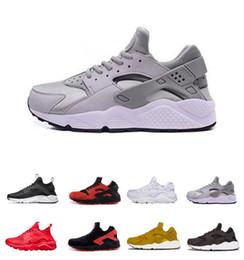 Scarpe da ginnastica nere scontate online-Sconto scarpe Huarache Ultra Run Triple bianco nero uomini donne scarpe da corsa scarpe sportive casual Skateboarding Drop shipping Zapatillas