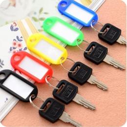 le nom en plastique sonne Promotion Couleur mixte en plastique Tags clés Assortiment de porte-clés Étiquettes d'identification Étiquette de carte de visite Vente chaude Taille: 50 * 20 * 5mm