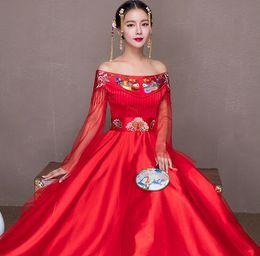 Chinesische braut kostüm online-Neue Rote traditionelle chinesische hochzeitskleid Qipao Nationalen Kostüm Frauen Übersee Chinesischen Stil Braut Stickerei Cheongsam S-XXL