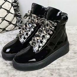 Nueva Llegada Zapatos de Marca de Lujo de Cuero Genuino Niñas Mujeres Botas de Lluvia Impermeables Botas de Tobillo de Mujer Plana Lace Up Botas Top Top Sneaker de Las Mujeres desde fabricantes