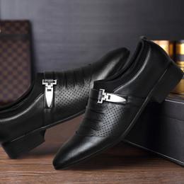 mens di cuoio di scarpe sociali Sconti 2019 estate scarpe da ufficio uomo mens business scarpe in pelle vestito scarpe da uomo zapatos de hombre de vestir formale sapato social masculino couro