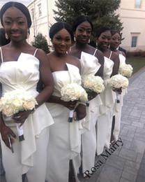 Plus la taille africaine pas cher pays demoiselles d'honneur robes 2020 Black Girls Ivory Ruffles haute Split pas cher plage mariage invité demoiselle d'honneur robes ? partir de fabricateur