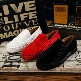 2019 zapatos de punta de los hombres Diseñador de lujo rojo inferior mocasines para hombres mujeres de cuero genuino del resbalón en la plataforma Casual zapatillas Spikes boda Party Flats hombres zapatos 35-46 zapatos de punta de los hombres baratos