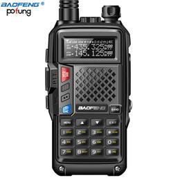 Langstrecken-walkie talkie uhf online-Neuer BAOFENG BF-UVB3 PLUS 5W Hochleistungs-UHF / VHF-Dualband-Walkie-Talkie-Mehrfachlademodus mit 10 km Reichweite und Verdickungsbatterie