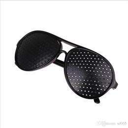 2019 pinhole sonnenbrille Mode Pinhole Sonnenbrille Cool Care Vision Verbesserer Anti Müdigkeit Einfarbig Retro Sonnenschutz Gläser Hohe Qualität 1 8zw hh rabatt pinhole sonnenbrille