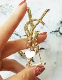 Nouvelle Marque De Luxe Lettres Broche 6.5 * 3.5 cm Femmes Célèbre Designer Costume Revers Pin Marque Bijoux Accessoires Cadeau de Haute Qualité ? partir de fabricateur