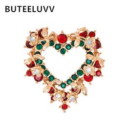 BUTEELUVV Christmas Heart Wreath Spilla per donne Uomini regalo bambino Red Green Strass Delicate Gold New Year Spilla Pin del collare da