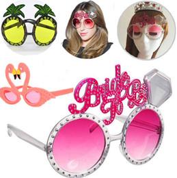 2019 occhiali da ananas Beach Party Novelty sposa per essere Occhiali da sole Decorazione festa Hawaiana Divertente sole Occhiali ananas Flamingo occhiali da sole Rifornimenti del partito I273 occhiali da ananas economici
