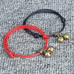 e0d3ded42fd6 Encanto de la campana de la campana colgante pulseras para mujer moda  masculina cuerda roja cadena pulsera brazalete pulsera regalo de los amigos  joyería