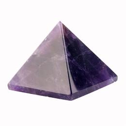 Quarzo rosa intagliano online-Assortiti 40mm Piramide Nero Ossidiana Fluorite quarzo rosa Pietra naturale Intagliato Punto Chakra Healing Reiki Crystal Custodia libera