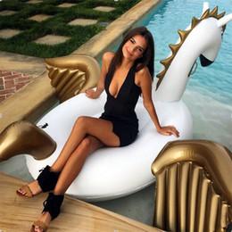 Pferd aufblasbare spielzeug online-Sommer Heißer Verkauf Schwimm Reihe PVC Umweltfreundliche Aufblasbare Golden Flying Horse Schwimmen Ring Strand Pool Wasser Floß Luftmatratze Spielzeug 85 kz Y