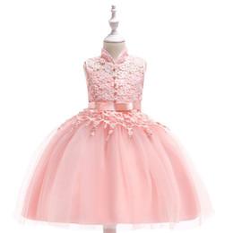 Deutschland Neues Mädchenkleid im chinesischen Stil mit Stehkragen. Baumwollgestickte, ausgehöhlte Pengpeng-Prinzessenkleider in 3 Farben Versorgung