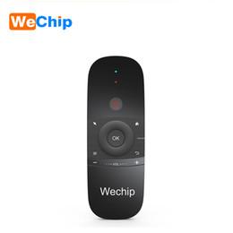 2019 беспроводная мини-клавиатура Wechip W1 Gyro Sensing Wireless Keyboard Remote Control English or Russian  Mouse for Smart TV Box/mini PC /Projecter for X96 дешево беспроводная мини-клавиатура