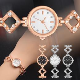 2019 relogios de forma única Única Forma De Diamante Pulseira De Cristal Mulheres Assistir Quartz-Relógios Das Senhoras Moda Assista Vestido Relógios Casual Negócio relogios de forma única barato