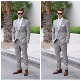 Slim fit pants barato on-line-2018 Formal Luz Cinza Do Casamento Dos Homens Ternos Slim Fit Noivo Smoking Homens Duas Peças Groomsmen Terno Barato Formal Jaquetas de Negócios + Calça + Gravata