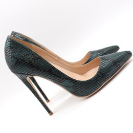 Grüne sandalen für frauen online-Freie Verschiffenart und weisefrauen pumpt dunkelgrüne Schlange Python gedruckte Punktzehe Absatzkegelabsatzschuh-Sandelholze dünne Ferse