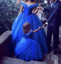 Mãe filha vestidos de festa de baile on-line-Fora Do Ombro Vestidos de Noite Formais Vestidos de Festa Longo Prom Vestidos de Mãe E Filha Pageant Celebrity Dresses Alta Dividir Árabe