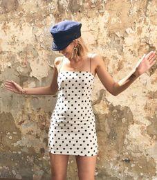 Argentina Vestido El nuevo vestido de verano de 2018 con fondo blanco y puntos negros ondulados. Mini faldas Corte una discoteca sexy Falda ajustada Ropa de mujer Suministro