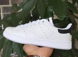 Zapatos de estilo verde online-Zapatillas Stan Smith de estilo clásico para hombre, mujer Zapatillas Running 36-45, color blanco, verde, musial Stanly Smith Skateboarding Shoes