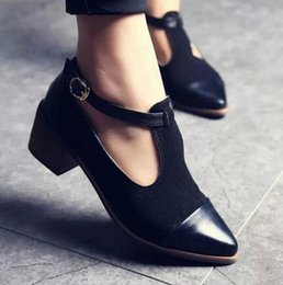 Wholesale Vintage Lace Cut Out Oxfords - wholesale 2018 Vintage Oxford Shoes Women Pointed Toe Cut Out Med Heel Patchwork Buckle Ladies Shoes Flats