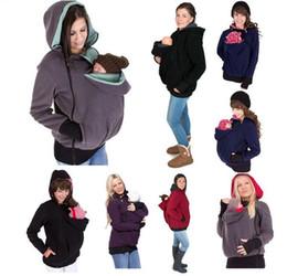 Abrigo de invierno embarazada online-Porta Bebé capa de la chaqueta para las mujeres embarazadas Embarazo engrosada bebé canguro que desgastan la capa con capucha del invierno de maternidad Ropa de abrigo