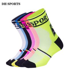 Calcetines de bicicleta de montaña online-DH SPORTS Nuevo profesional Cycling Sport Compression Socks Calcetines de calidad superior Racing Riding Sock Outdoor Mountain Road Bike Socks