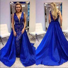 2019 indossare gonna blu reale Royal Blue Mermaid Arab Dubai Abiti da sera 2018 Scollo a V con gonna a ruota Vintage abiti da ballo Prom Abiti celebrità sconti indossare gonna blu reale