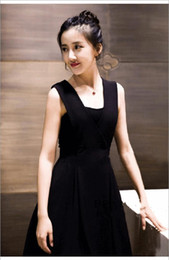 Wholesale Tea Length Slim Dresses - It's a simple, stylish black v-neck dress and it's a sleeveless, slim prom dress that can be seen at many ball events.