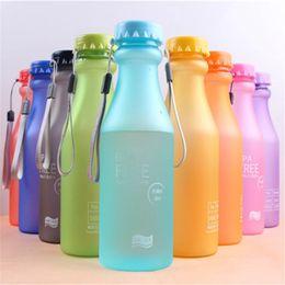 Argentina Lindo color de caramelo BPA portátil Libre de fugas Deportes a prueba de fugas Botella de agua de plástico de 550 ml inquebrantable Suministro