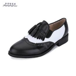 Полные кожаные ботинки онлайн-Fashion  Full Grain Leather tassel loafer shoes Color matching Bullock carve patterns oxford shoes for women retro
