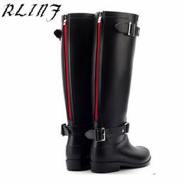2019 tamanho mais tamanho mulheres RLINF Estilo Punk Zipper Botas Altas das Mulheres de Cor Pura Botas de Chuva Ao Ar Livre Sapatos De Água De Borracha Para o Sexo Feminino 36-41 Plus tamanho desconto tamanho mais tamanho mulheres