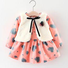 2019 samt babybekleidung Brand New Herbst Winter Tragen Mädchen Baby Kleidung Floral Langarm Plus Samt Kleid + Pelz Weste 2 stücke Mädchen Anzug Kleidung Sets rabatt samt babybekleidung