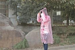 Moda Sıcak Tek Kullanımlık PE Yağmurluklar Panço Yağmurluk Seyahat Yağmurluk Yağmur Aşınma hediyeler karışık renkler nereden