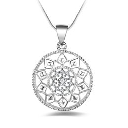Wholesale wholesale fantasy jewelry - Trendy Silver Fantasy Flower Pendant Necklace Women Jewelry Fashion Austrian Crystal Round Pendant With Snake Chains Free Shipping