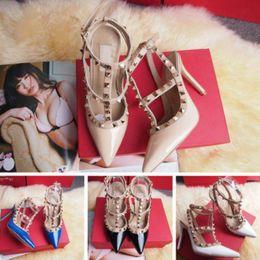 Zapatos atractivos de la boda femenina online-Tacones altos femeninos del partido remaches de la manera Zapatos atractivos de las muchachas Zapatos de la danza Zapatos de la boda sandalias dobles del cinturón