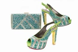 Zapatos de vestir de teal para las mujeres online-Zapatillas de mujer en color verde azulado con adornos de diamantes de imitación zapatos africanos combinados con un conjunto de bolsos para el vestido X34