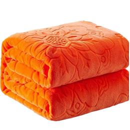 La coperta della regina è morbida online-Addensare Calda coperta calda Morbida coperta in pile di corallo Coperte sul letto per adulti. Bambini