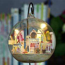 2019 construir casa de vidrio G017 Linda sala de casa de muñecas de bricolaje Mini bola de cristal Casa Kits de edificio modelo de casa de muñecas de madera en miniatura juguete rebajas construir casa de vidrio