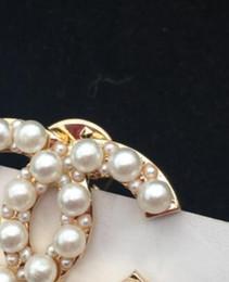 terno das meninas para o casamento Desconto Novo Designer Alloy Pearl Carta Broche Lady Girl Terno de Presente de Jóias de Casamento Acessórios de Moda