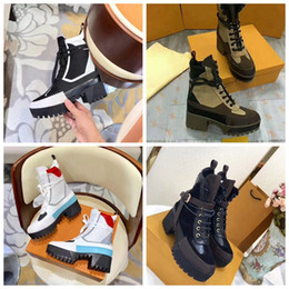 Botas de nieve de lujo online-Botas de diseñador Hombres de cuero de alta calidad para mujeres Suelas para trabajo pesado Botas de nieve Botas Martin al por mayor Moda Zapatos de lujo
