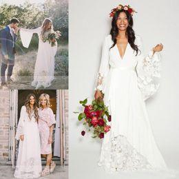 vestidos de novia de encaje de manga de campana Rebajas Vestidos de boda de la playa de Boho 2017 Vestidos de novia largos de la flor del cordón de la manga de Bell más el vestido de boda del Hippie de Bohemia del tamaño