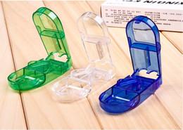 Cajas porta medicamentos online-Cortador de pastillas Divisor de medio compartimiento de almacenamiento de la caja de la medicina titular de la tableta seguro envío gratis 3 colores wen5698